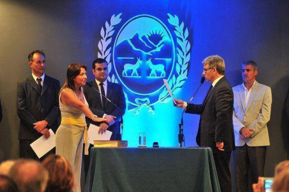 Poggi puso en funciones a la ministra de Inclusión Social, María José Scivetti