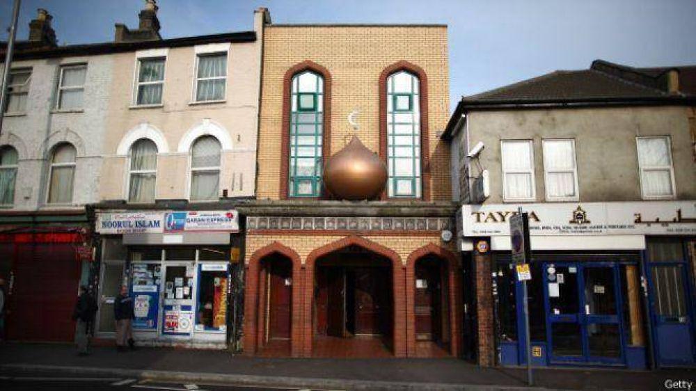 Abren 20 mezquitas al público para evitar la radicalización de jóvenes