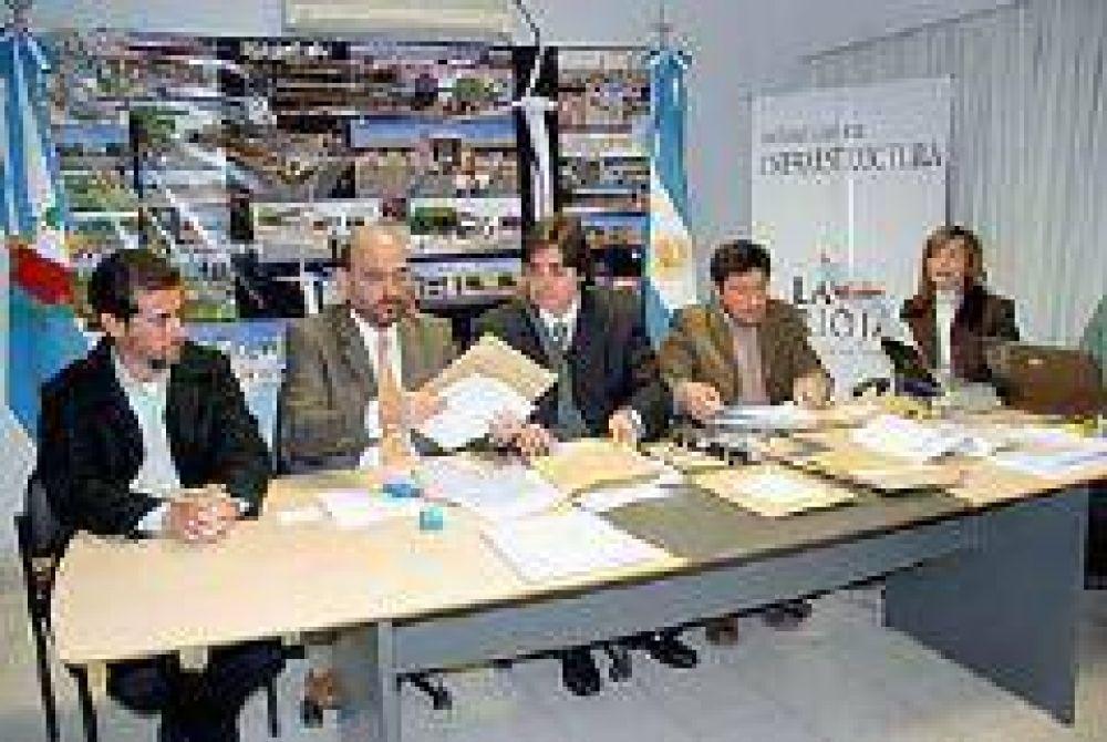 Licitan materiales para Plan de Electrificación Rural