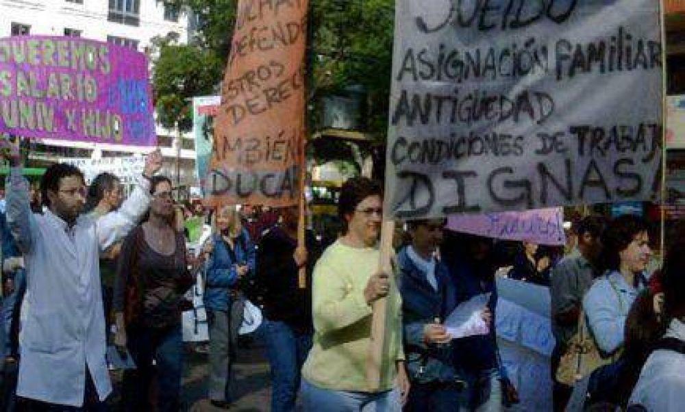 Docentes reclaman la apertura de la discusión salarial