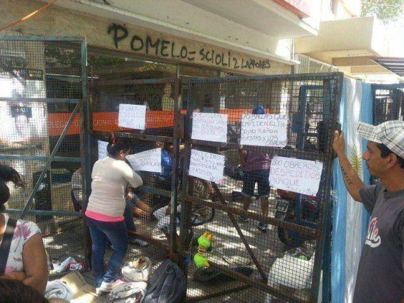 Trabajadores siguen tomando el Ministerio de Trabajo en pedido de respuestas