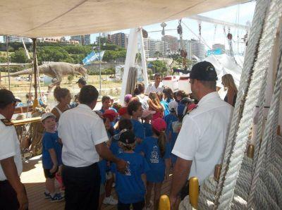 """Gran cantidad de público visita a la Fragata ARA """"Libertad"""""""