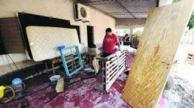 Sin luz, sin agua ni ayuda, tucumanos inundados volvieron a sus casas