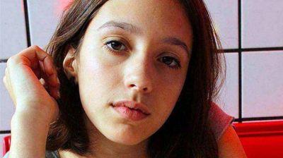 Lola Chomnalez: quienes hallaron el cuerpo vieron un dibujo en la arena con el nombre de la joven