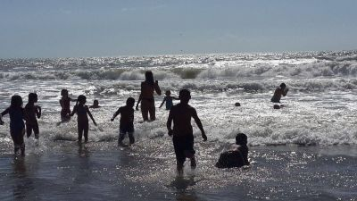 Chicos del barrio Libertad participaron de una jornada recreativa en Waikiki