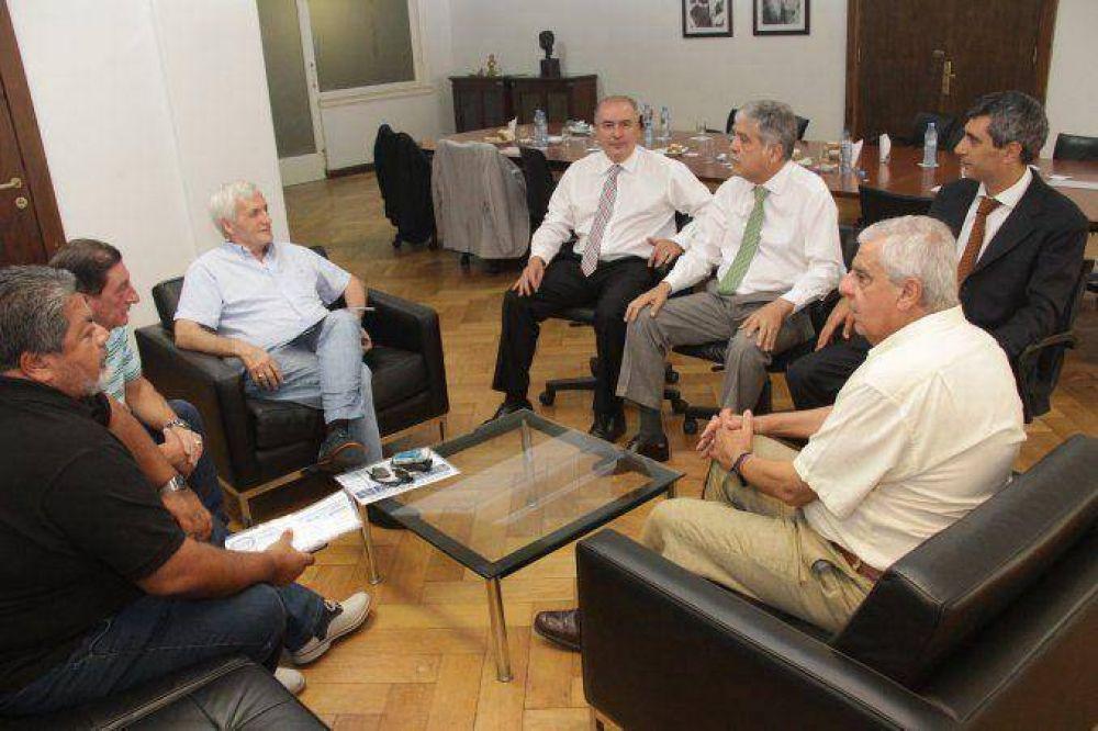 En la previa de las paritarias, el Gobierno se muestra con la CGT de Caló