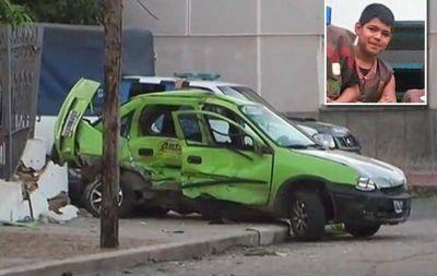 Huían de un robo, chocaron y mataron a un nene en Córdoba