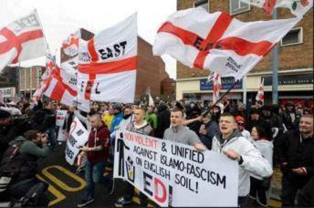 Protesta contra la construcción de una mezquita cerca de Birmingham
