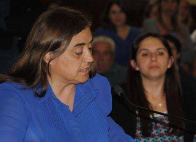 Claudia Rodríguez con los patines de punta contra dirigente de Sanidad