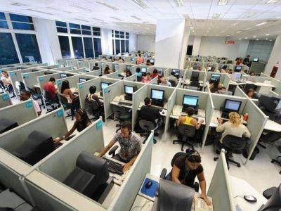 El PE recibió a trabajadores de call center