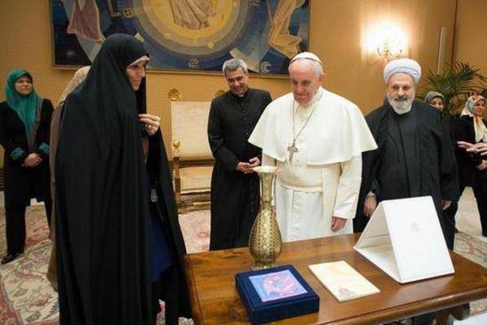 Francisco se reunió con la vicepresidenta de Irán