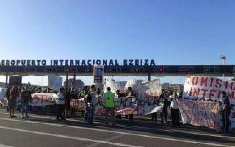 Protesta de trabajadores tercerizados en el aeropuerto de Ezeiza
