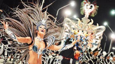 Por la fiebre del Carnaval, un aluvión de turistas copó Gualeguaychú