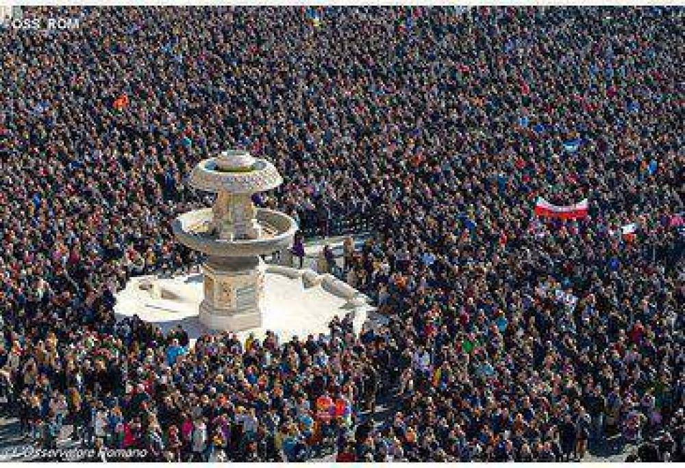 Si el mal es contagioso, también lo es el bien: el Papa durante el Ángelus