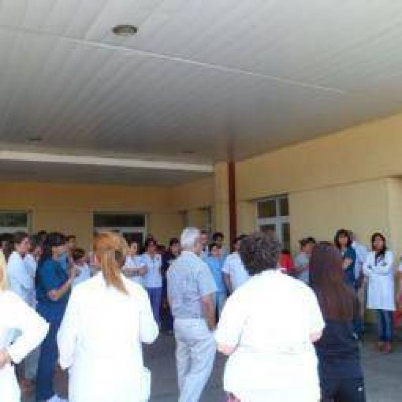 Los médicos exigen entre 5 y 6 mil pesos de aumento salarial