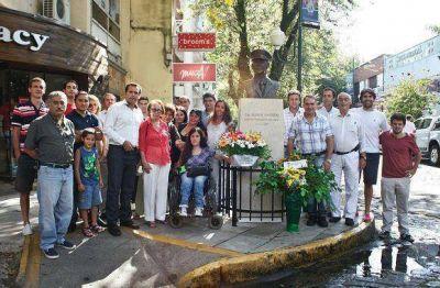 Federico Gelay junto a vecinos homenajearon al capitán Garrido