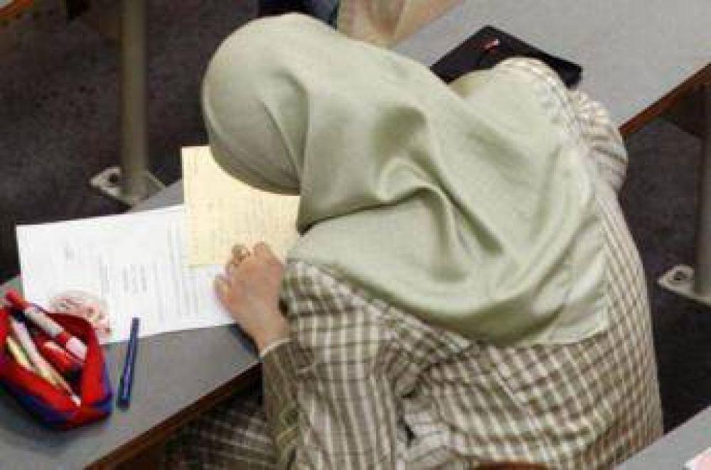 La derecha francesa pide la prohibición del hiyab en las universidades