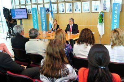 Poggi firmó el decreto para la remediación de tres basurales en Cortaderas, Papagayos y San Pablo