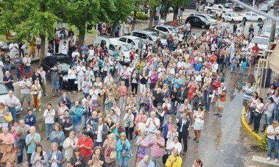 Los pilarenses marcharon por el 18F a pesar de la lluvia