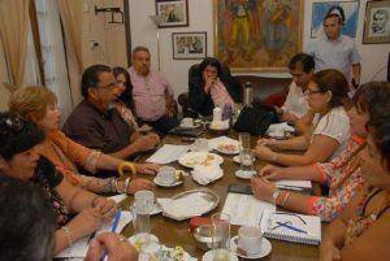 Los gremios rechazaron la nueva oferta de aumento en cuotas