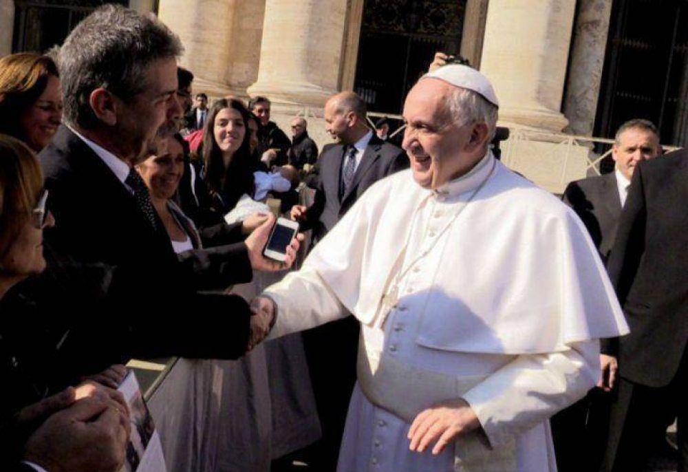 Francisco recibió a familiares de víctimas de la AMIA: