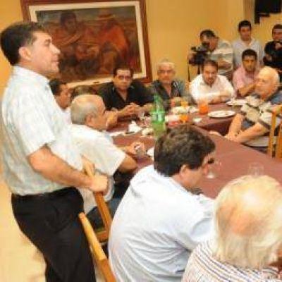 Casas recibió el respaldo de gremios enrolados en la CGT