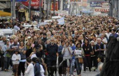 Miles de tandilenses marcharon en honor al fiscal Nisman, a un mes de su fallecimiento