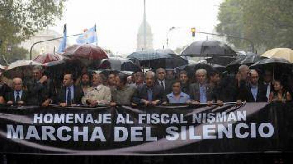 Miles de personas marcharon en silencio en todo el país