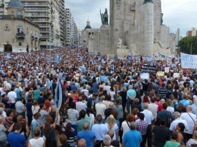 Más de 15 mil personas participaron del 18F en el Monumento a la Bandera