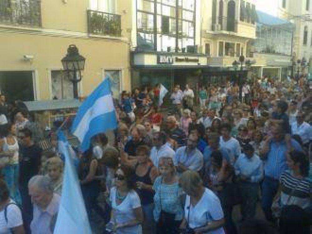 18F: cerca de dos mil salteños homenajearon al fiscal