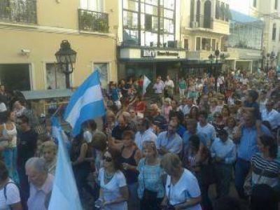 18F: cerca de dos mil salte�os homenajearon al fiscal