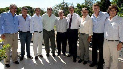 En un día, Bahl mostró avales de la costa del Paraná y también del Uruguay