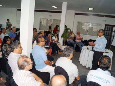 Directores de Hospitales Públicos en encuentro provincial