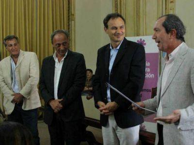 Pablo Bruera presentó al nuevo director municipal de la biblioteca López Merino, Sergio Marelli