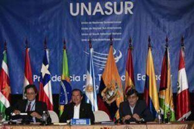 Bajo crítica, la Unasur envía su misión a Venezuela