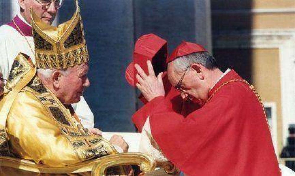 Cardenal, con la sotana de su antecesor
