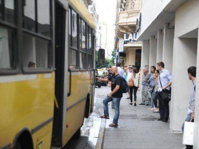 El Concejo exige conocer las multas por demoras en los colectivos