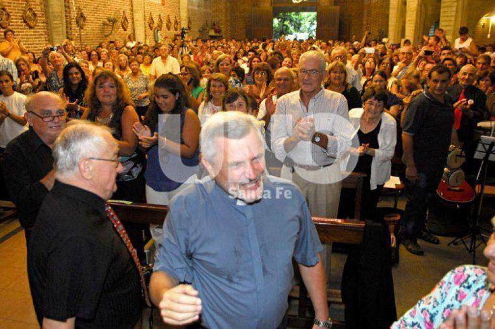 Más de 500 fieles en la Parroquia La Merced, en la última misa del padre Arguinchona