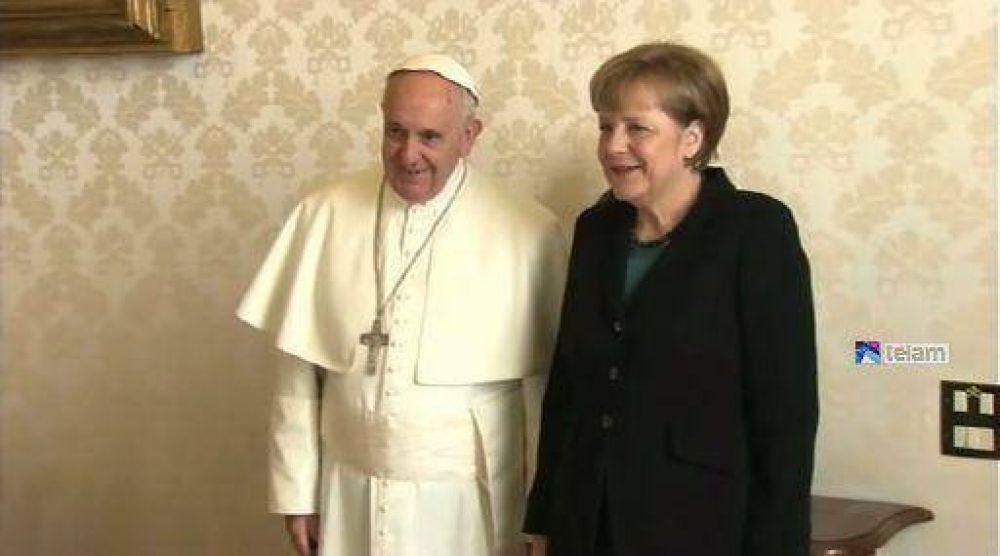 El Papa y la canciller Merkel coincidieron en la búsqueda de una salida pacífica a la crisis en Ucrania