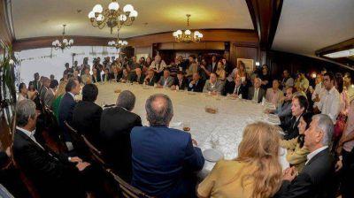 Scioli criticó a Macri durante una reunión con intendentes