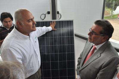 Chamical: el Gobernador inauguró nueva planta de LEDLaR