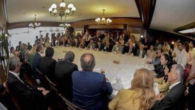 Scioli dio subsidios a 40 municipios por Ley de Hábitat
