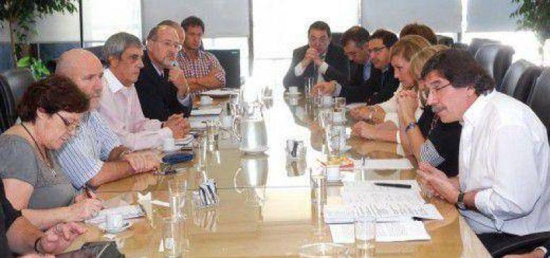 Tras la suspensi�n de la reuni�n paritaria entre gremios docentes y el Gobierno Nacional, la mesa de di�logo provincial se posterg� hasta el jueves