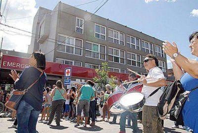 Cansados de tanta espera trabajadores del sanatorio Belgrano piden apoyo del intendente