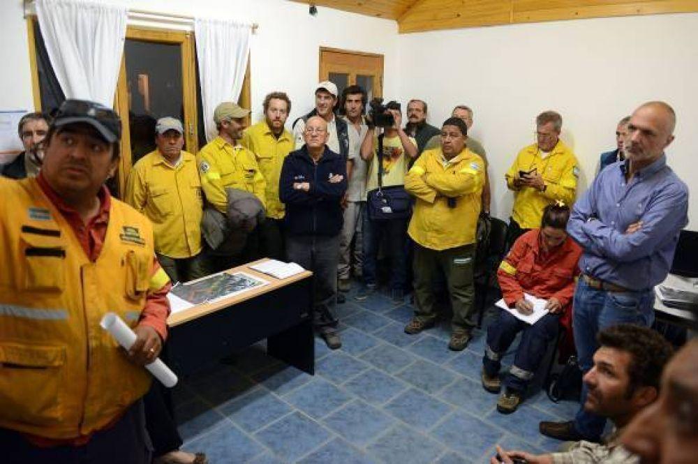 """Buzzi en los incendios de la Cordillera: """"Se está dando una pelea importante"""""""