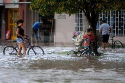 �La lluvia no se atribuye a El Ni�o, sino al paso del verano al oto�o�