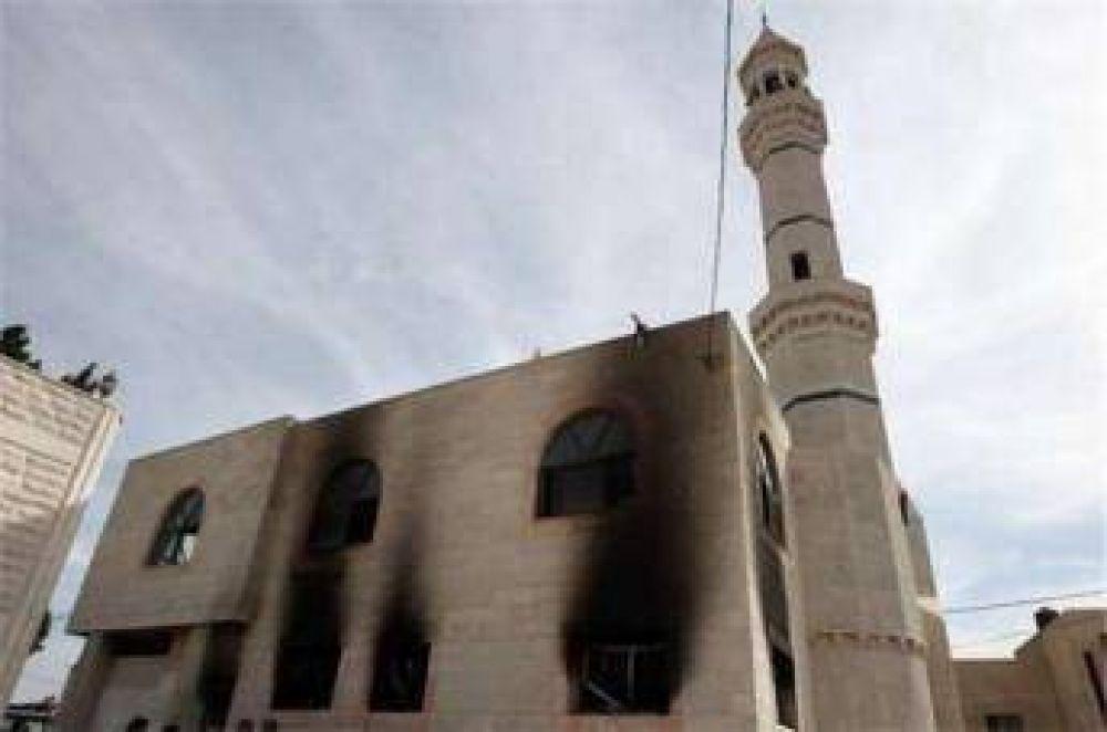 Colonos israelíes incendian una mezquita en Belén