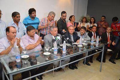 Igual que en la provincia, el Intendente de la Capital anunci� aumento salarial del 30% para municipales