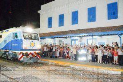 Jun�n record� su pasado ferroviario y sali� a recibir al nuevo tren a Retiro