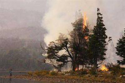En Chubut avanzan las llamas hacia la ciudad de Epuyén